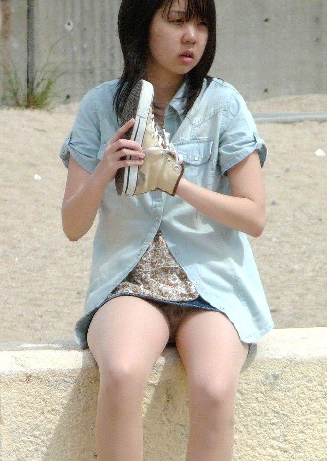私服OLのタイトスカートの三角パンモロ盗撮エロ画像15枚目