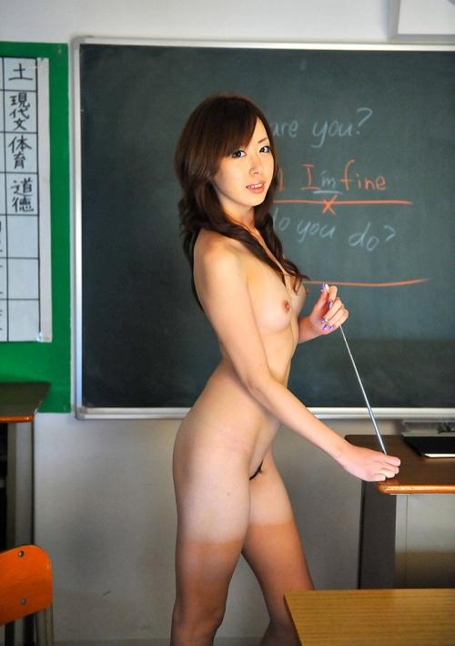淫乱女教師が胸のブラウス谷間で生徒を誘惑するエロ画像11枚目