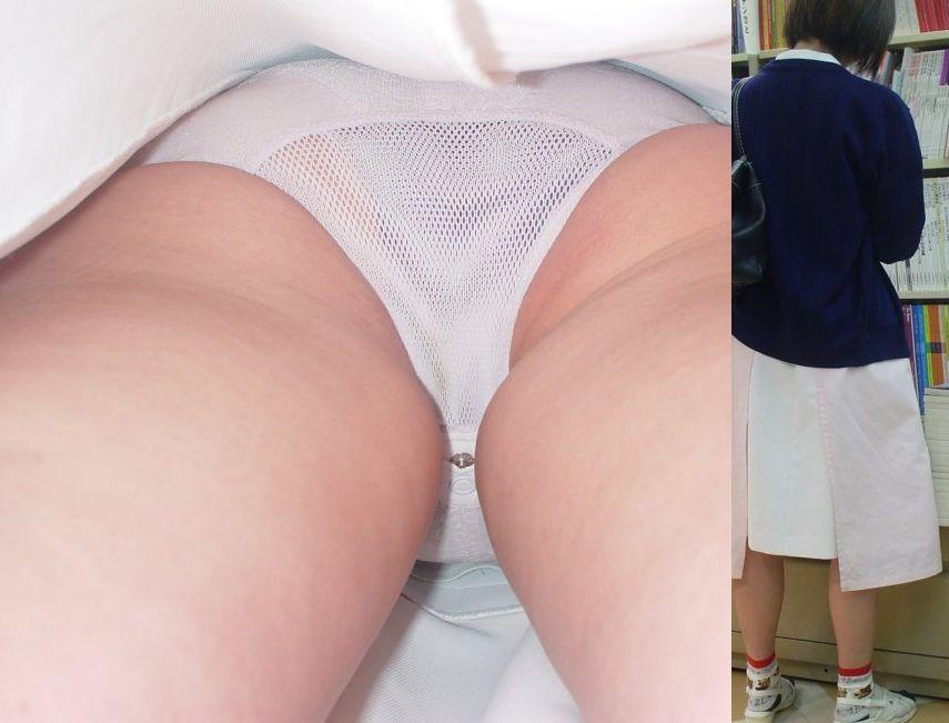 白衣ナースの仕事中に食い込んだ半ケツ逆さ盗撮エロ画像5枚目