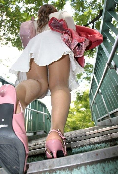美脚OLの魅惑パンストでハイヒールが似合う誘惑エロ画像10枚目