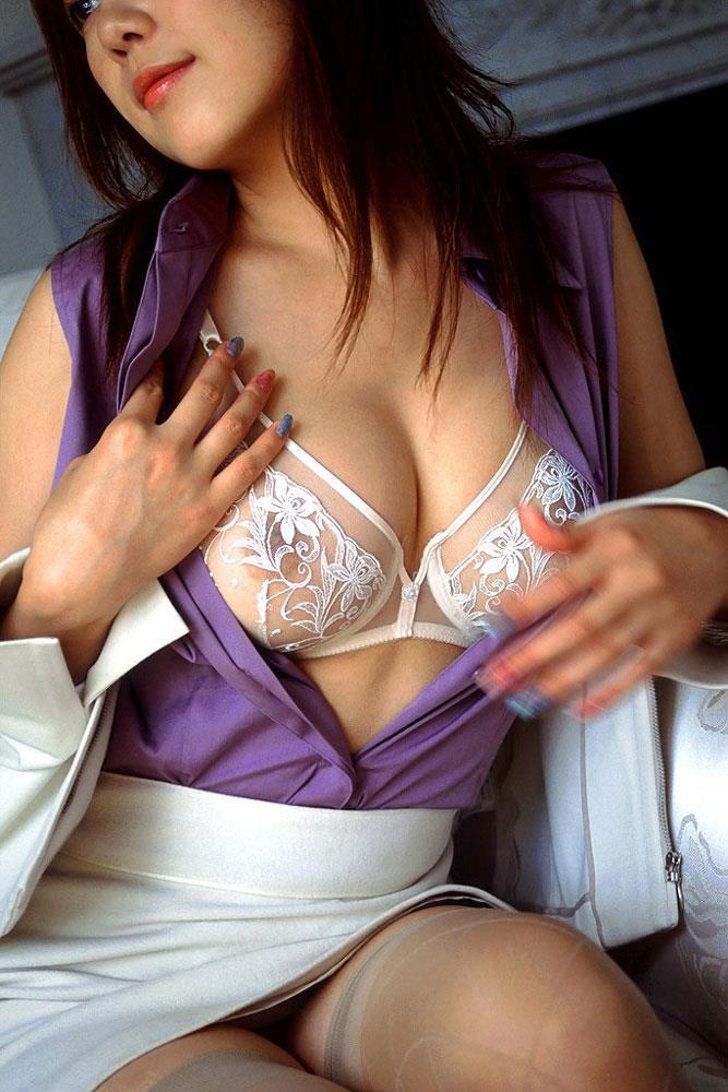 透け感がエロいOLのセクシーランジェリー画像12枚目