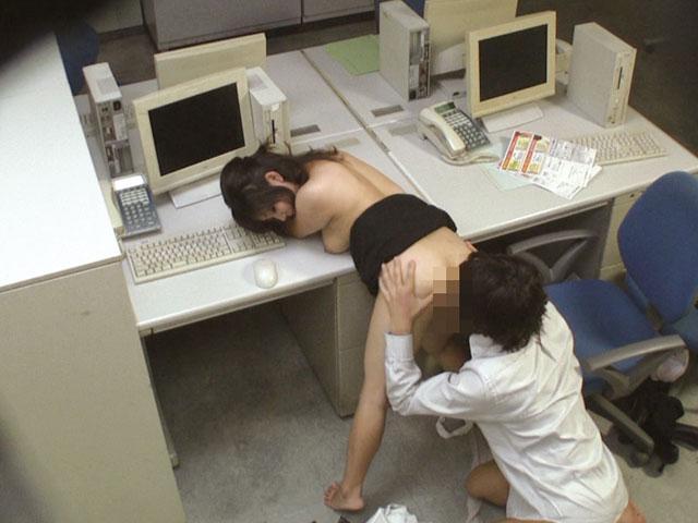 ビッチOLが会社内で上司にフェラとかヤル接待エロ画像16枚目