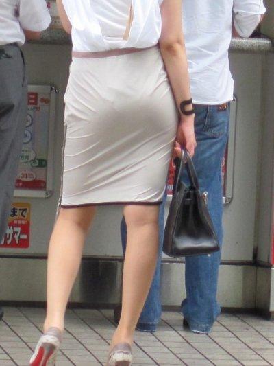 生足で美脚なOLのタイトスカート盗撮エロ画像7枚目