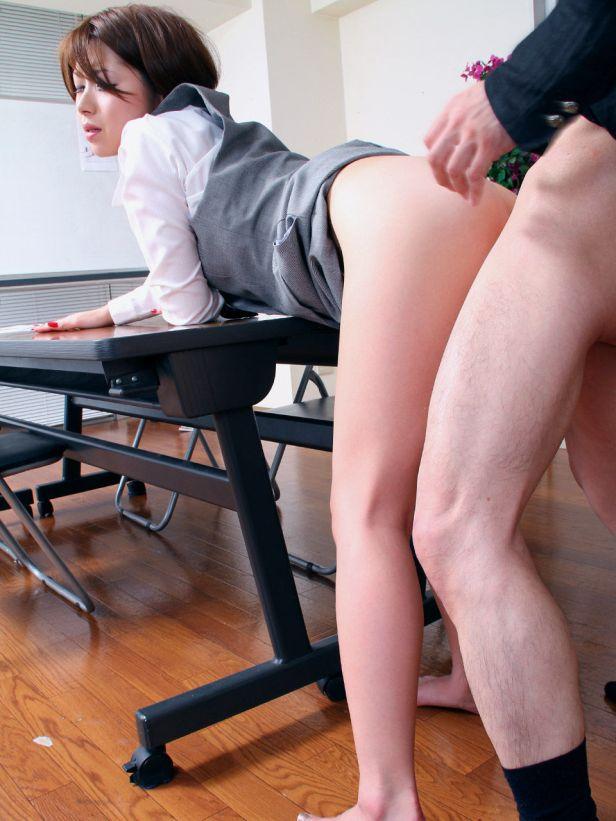 ビッチOLの会社内で毎日行われている調教SEXのエロ画像5枚目