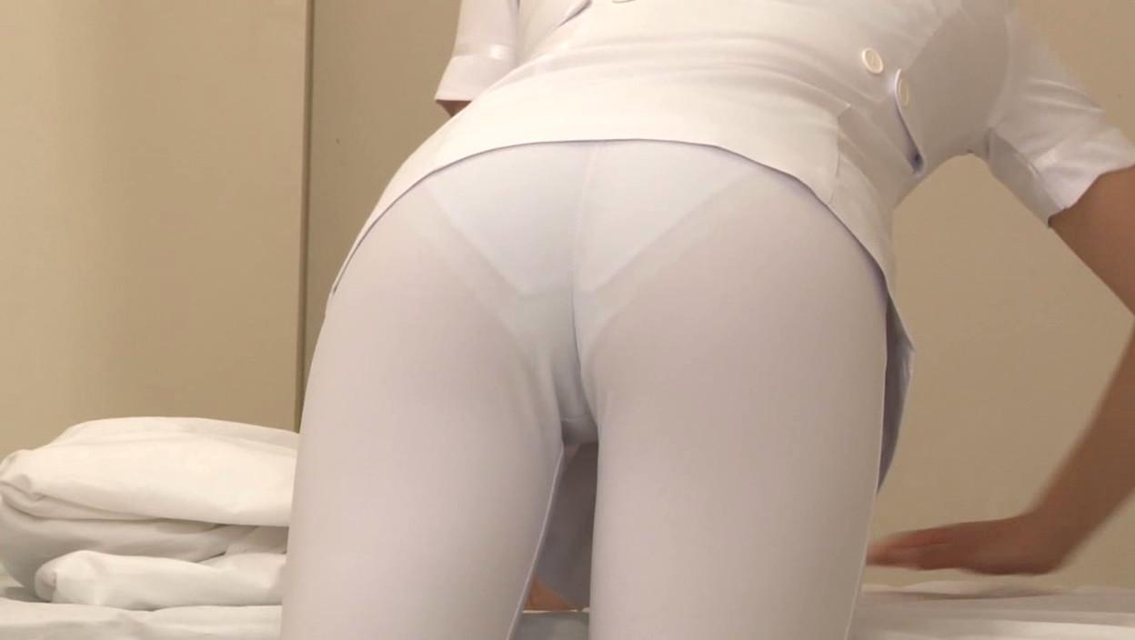 モロ透け下着のナースの白衣の巨尻を盗撮エロ画像1枚目