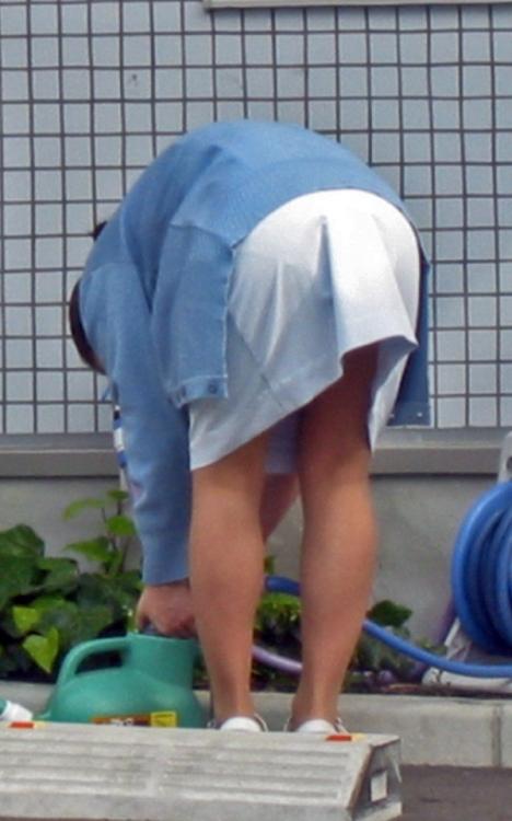 モロ透け下着のナースの白衣の巨尻を盗撮エロ画像11枚目