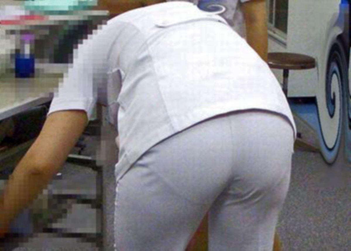 モロ透け下着のナースの白衣の巨尻を盗撮エロ画像14枚目
