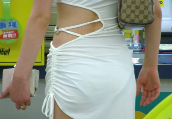 巨尻OLのタイトスカートのパンティライン盗撮エロ画像6枚目