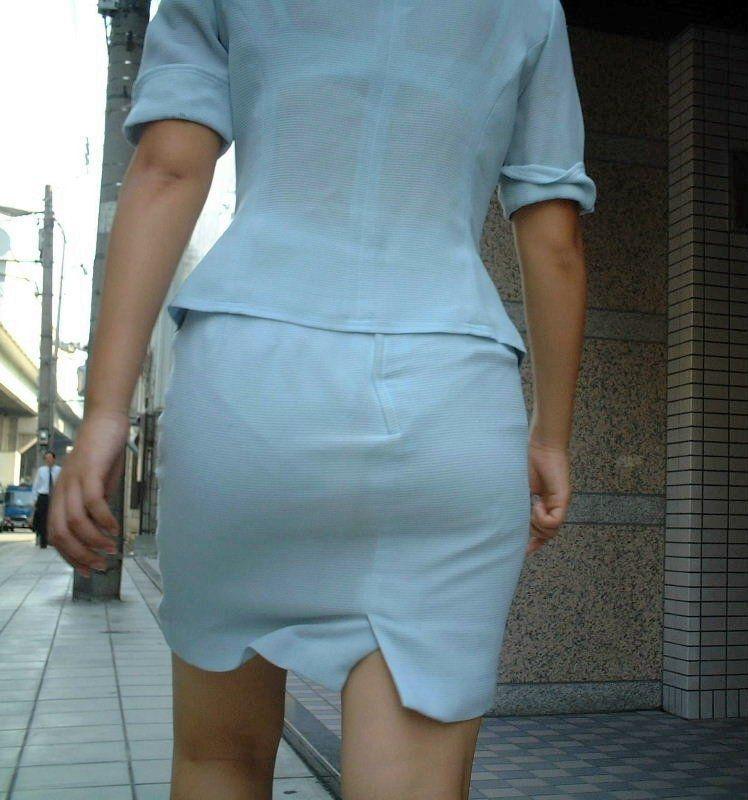 巨尻OLのタイトスカートのパンティライン盗撮エロ画像8枚目