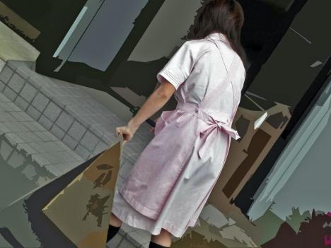雑草を除去する白衣ナースの透け下着盗撮エロ画像6枚目