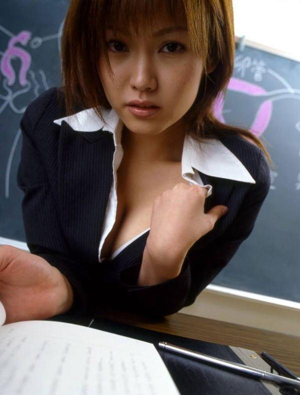 ノーパン女教師の童貞生徒を誘惑するエロ画像10枚目