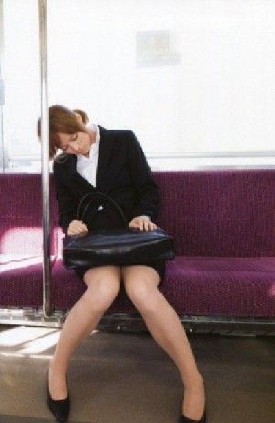 素人OLが面接に落ちてしまい枕営業を考える就活エロ画像5枚目