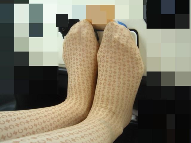 ギャルOLの臭そうな黒パンストの足裏エロ画像14枚目