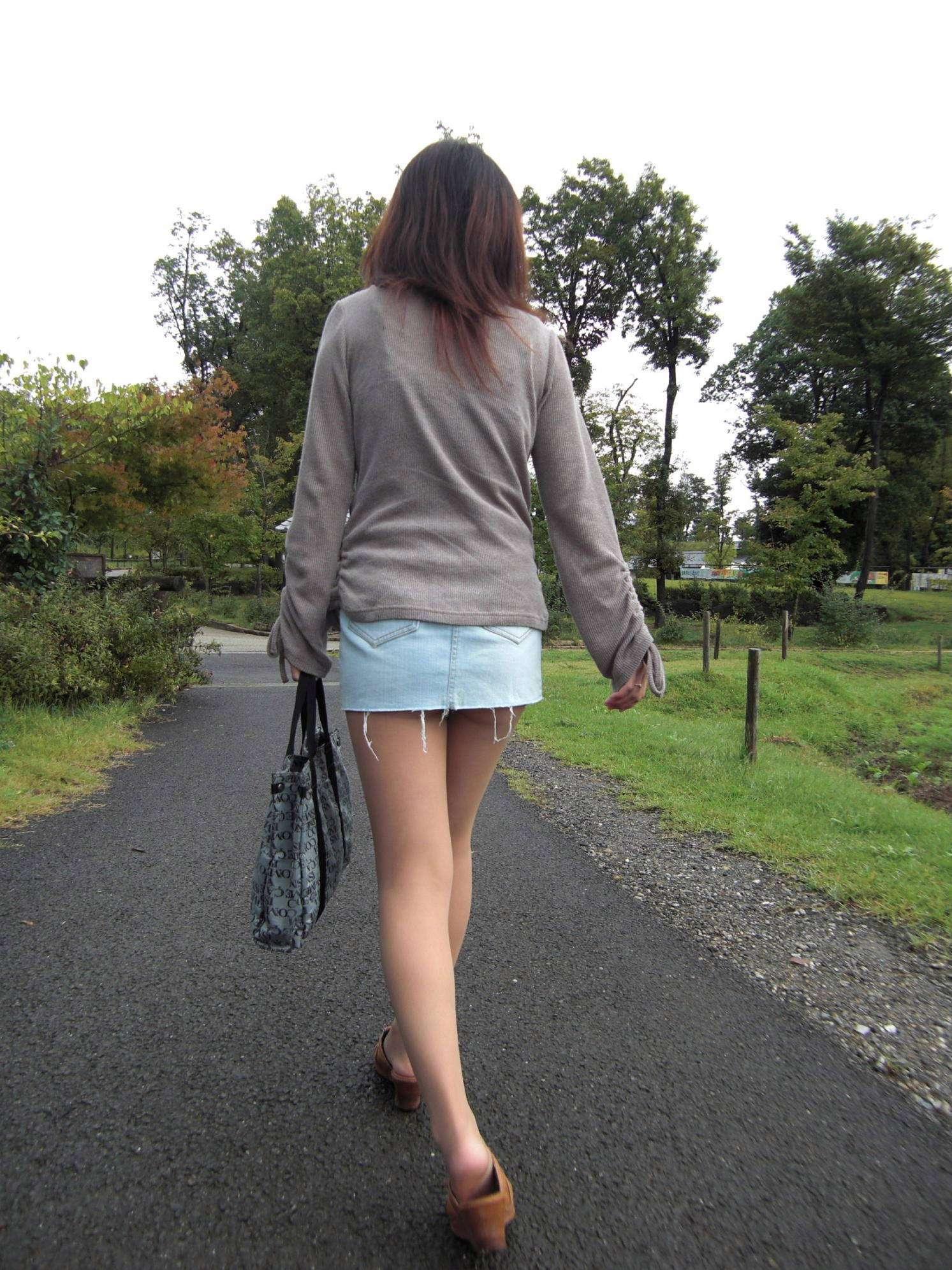 淫乱OLが食い込みタイトスカートで誘惑してるエロ画像2枚目