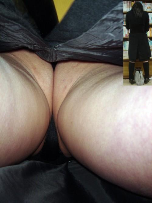 美人なOLの無防備なタイトスカート逆さ盗撮画像5枚目