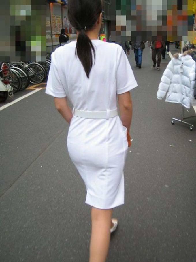 素人ナースの油断した透け白衣の露出下着盗撮エロ画像7枚目