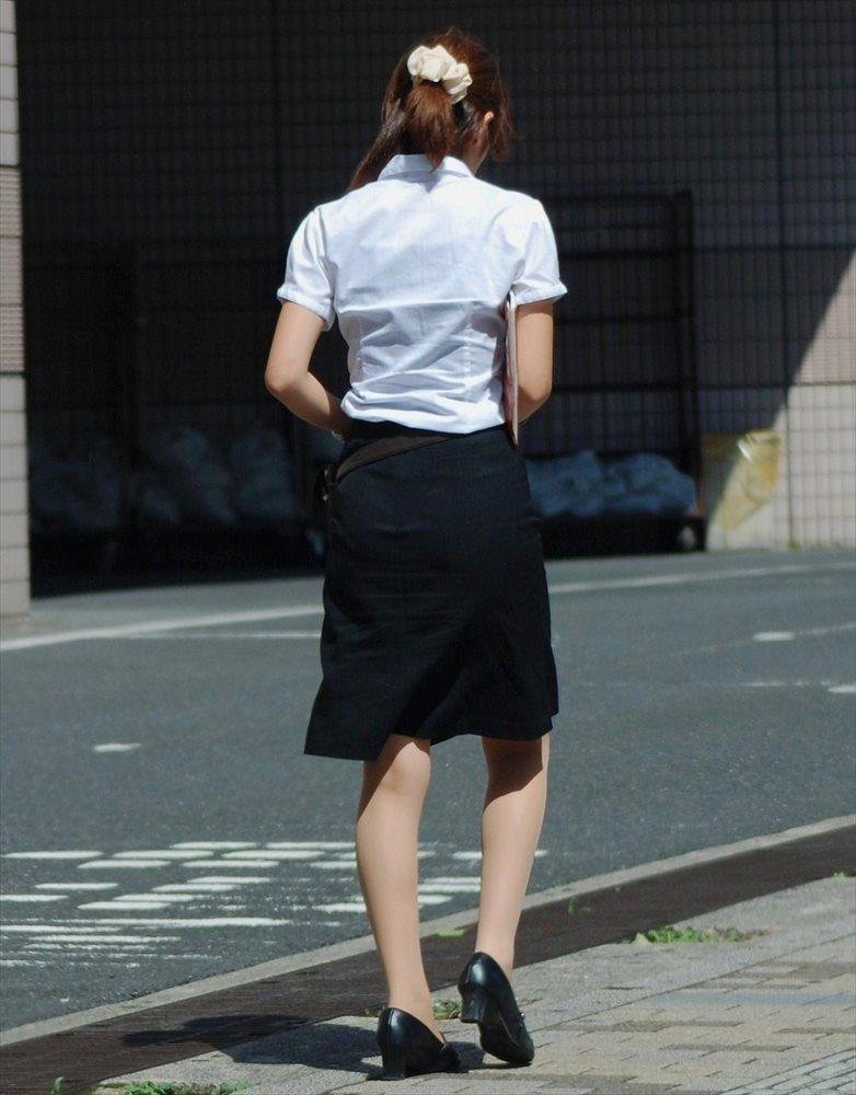 美人OLのエリートビッチなタイトスカート盗撮エロ画像1枚目
