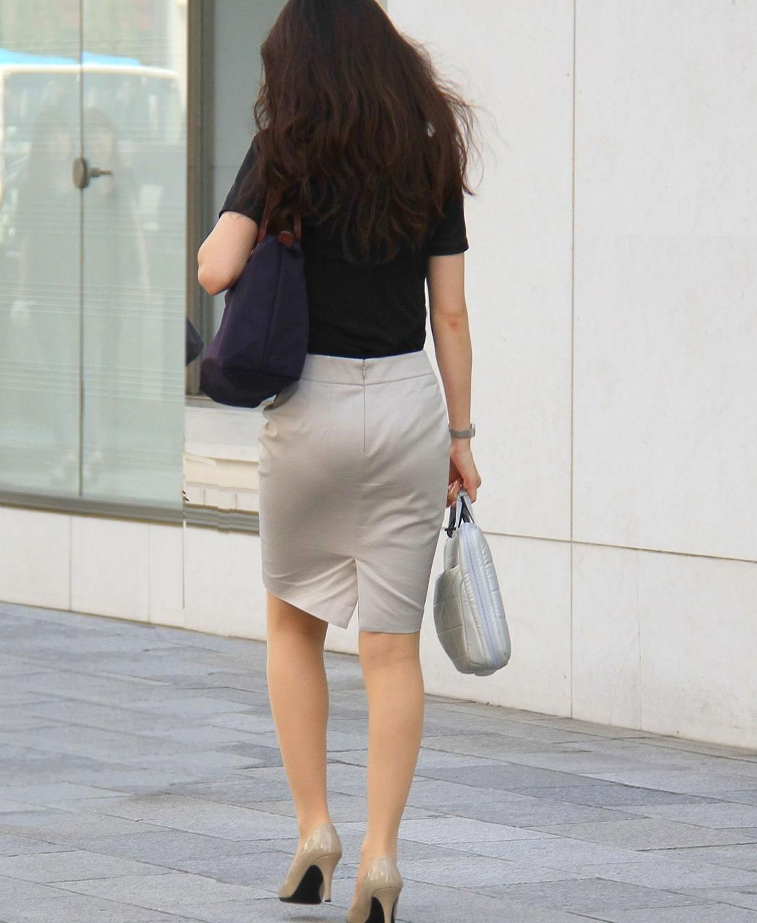 美人OLのエリートビッチなタイトスカート盗撮エロ画像4枚目