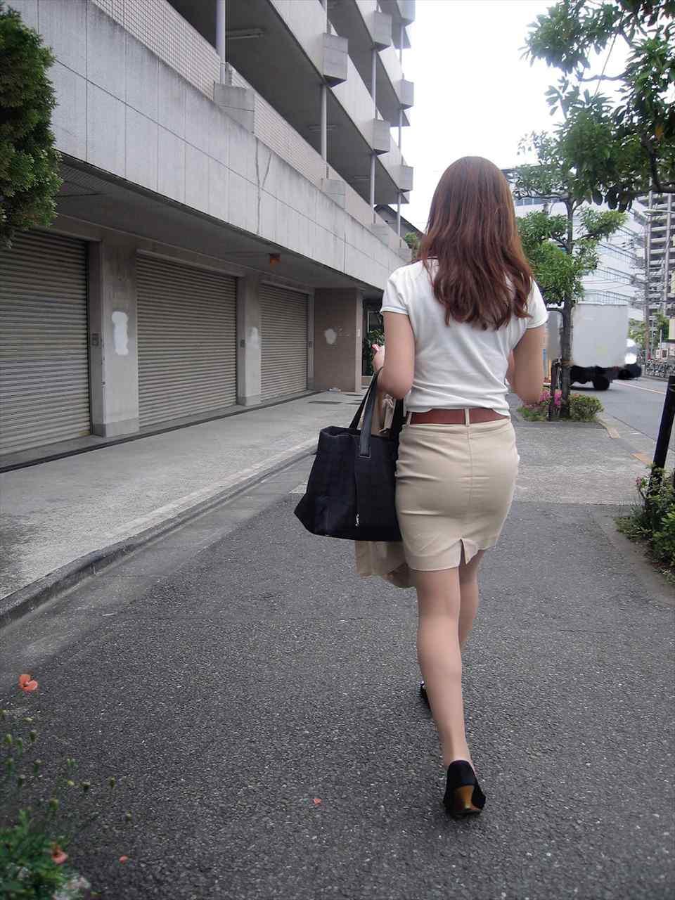 美人OLのエリートビッチなタイトスカート盗撮エロ画像6枚目