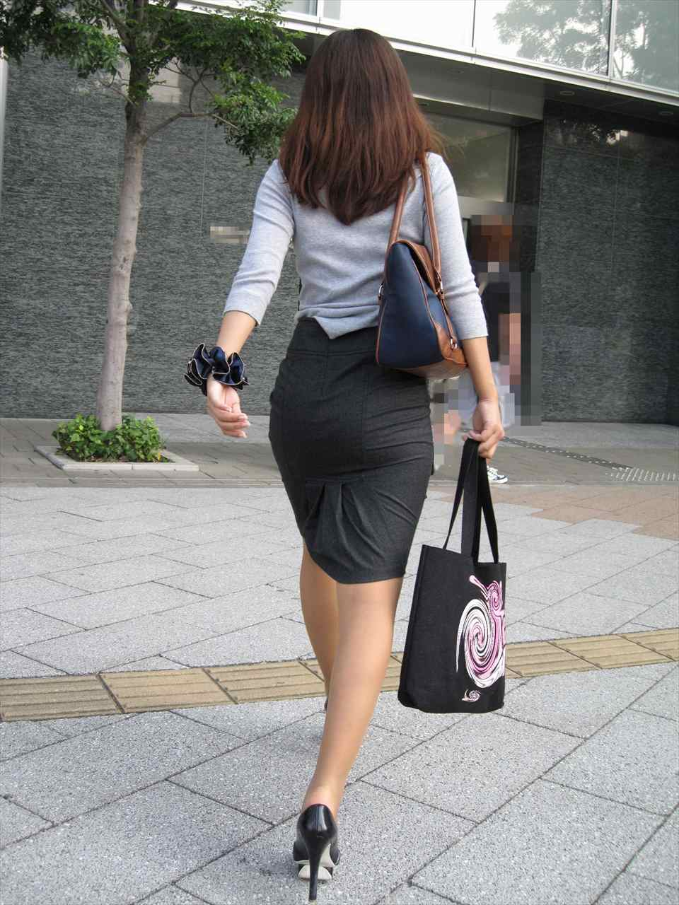 美人OLのエリートビッチなタイトスカート盗撮エロ画像10枚目
