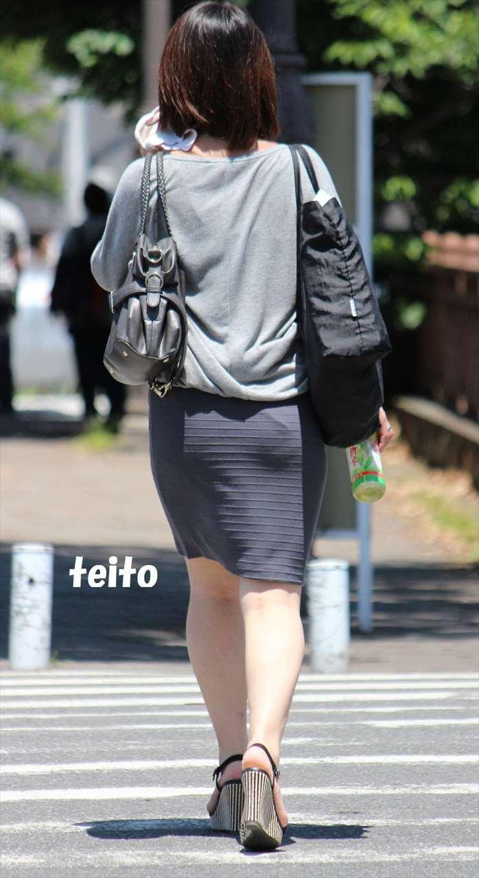 美人OLのエリートビッチなタイトスカート盗撮エロ画像12枚目