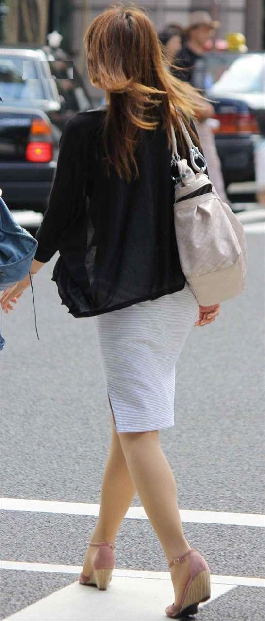 美人OLのエリートビッチなタイトスカート盗撮エロ画像13枚目
