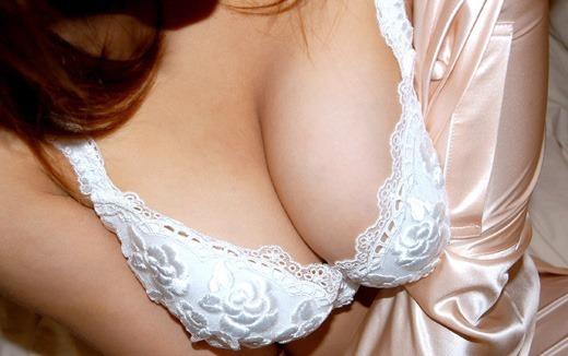 後輩OLの小ぶりな胸と清楚なブラジャーのエロ画像14枚目