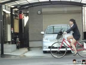 就活OLの真面目に頑張ってる自転車姿の街撮りエロ画像15枚目