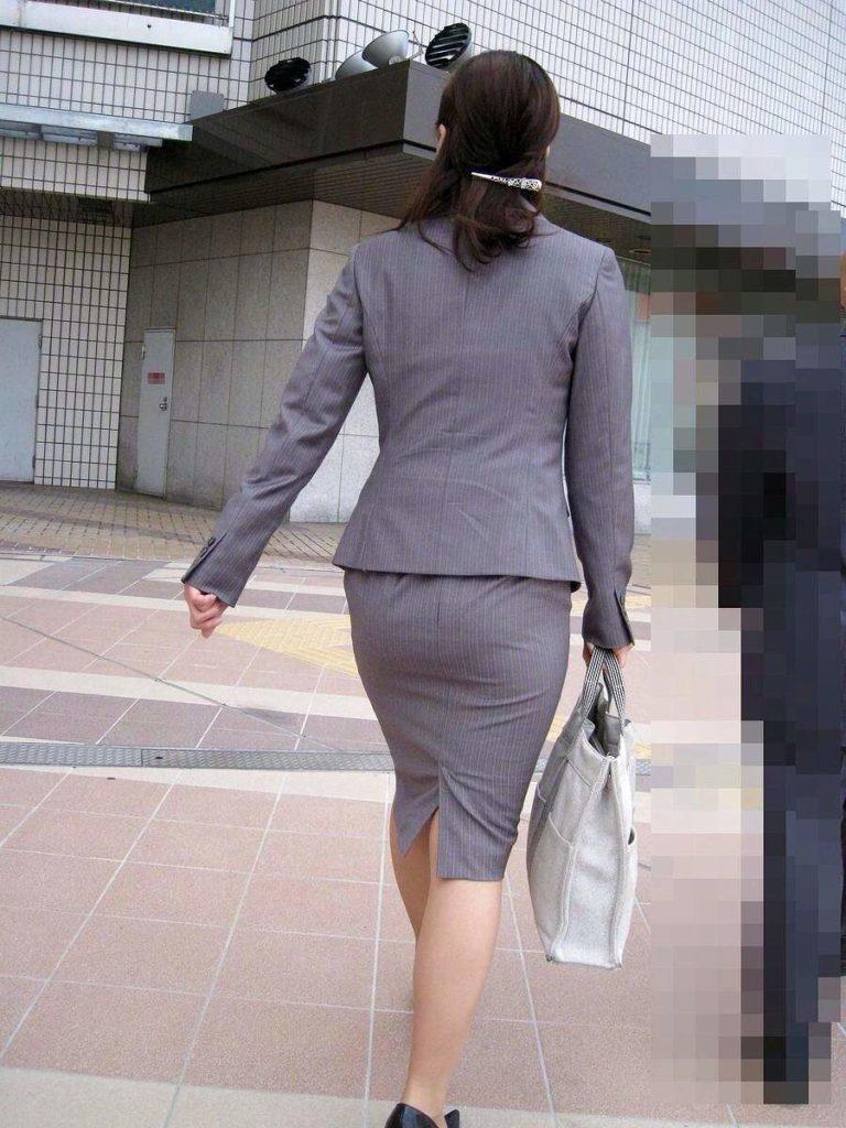 素人OLの光沢タイトスカートパンティライン盗撮エロ画像5枚目