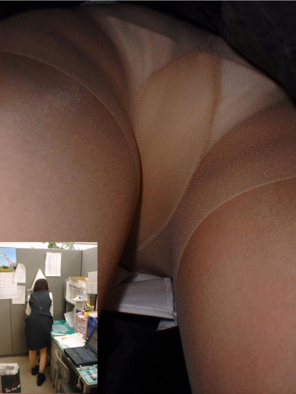 OLの寝具売り場でパンチラ巨尻の逆さ撮り盗撮エロ画像10枚目
