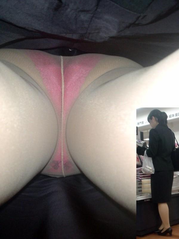 OLの寝具売り場でパンチラ巨尻の逆さ撮り盗撮エロ画像14枚目