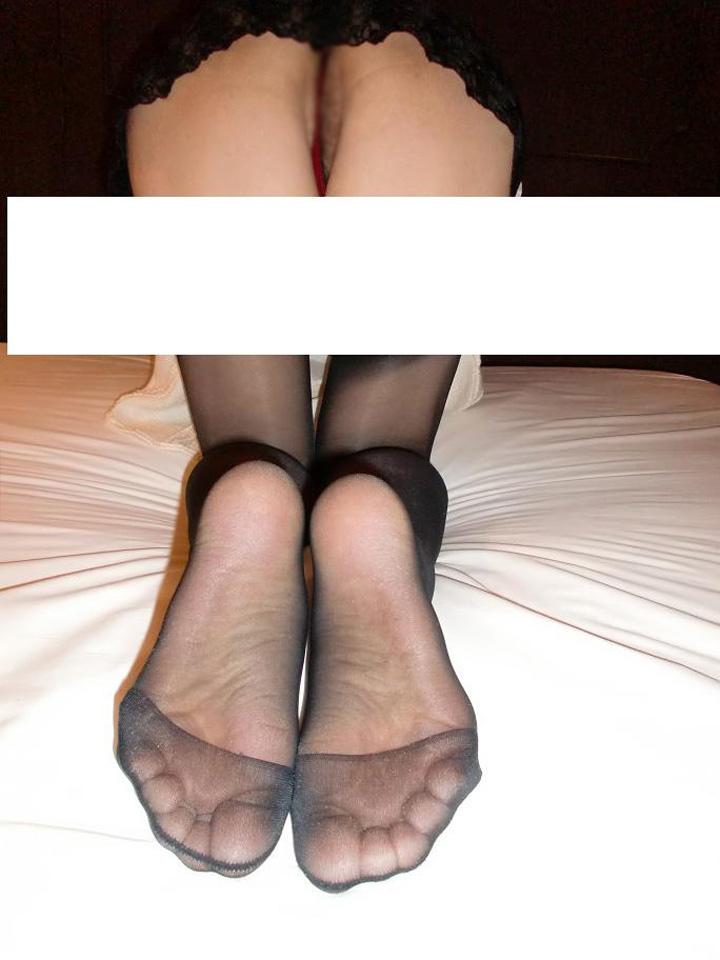 美脚OLの白パンストの透けたつま先と足裏の魅惑エロ画像7枚目