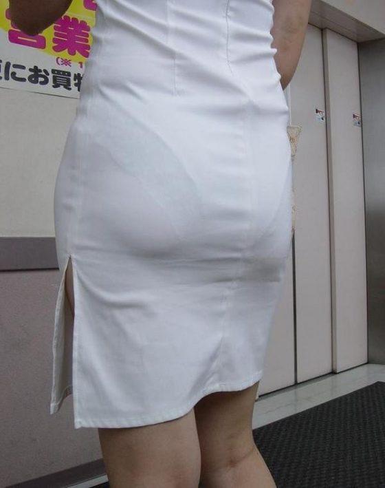 フルバックパンティが透ける白衣ナース盗撮エロ画像13枚目