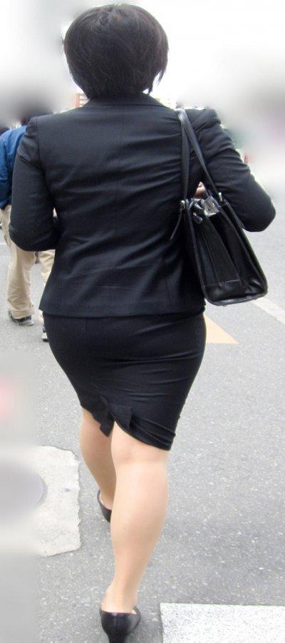 就活OLのお散歩ローターを隠して歩く街撮り淫乱エロ画像9枚目