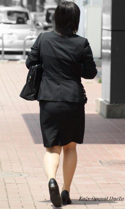 就活OLのお散歩ローターを隠して歩く街撮り淫乱エロ画像10枚目