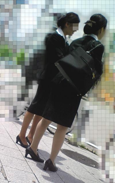 就活OLのお散歩ローターを隠して歩く街撮り淫乱エロ画像13枚目