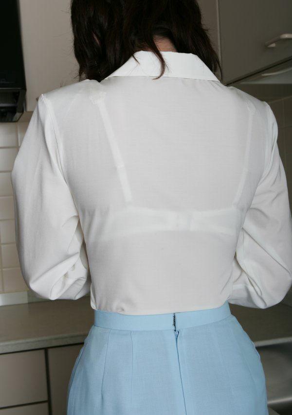 OLの透けブラウスブラジャーの後ろ姿マニア盗撮エロ画像1枚目