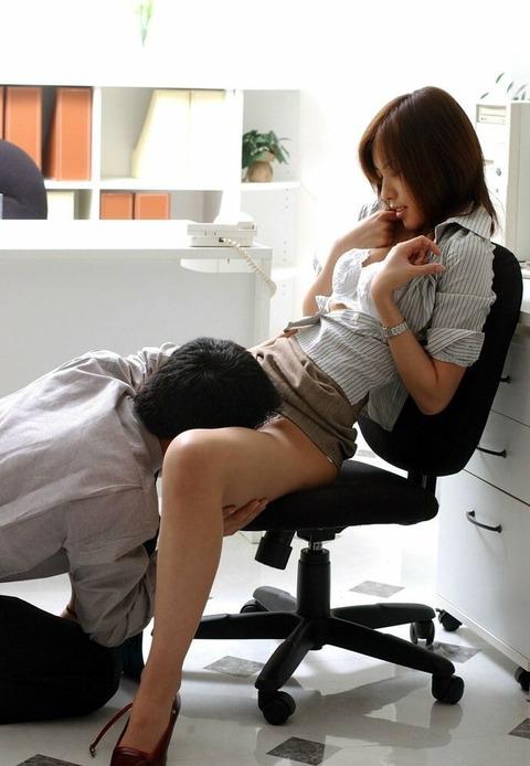 美人OLが会社内で強引にSEXを迫られるセクハラエロ画像10枚目
