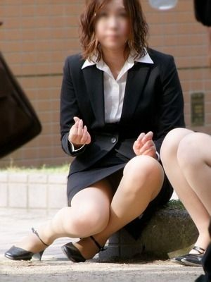 就活OLが人事担当者に異常なSM面接を受けるM女エロ画像8枚目