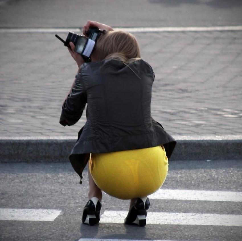 ビッチOLがスカート姿で透けパンチラの誘惑的エロ画像6枚目
