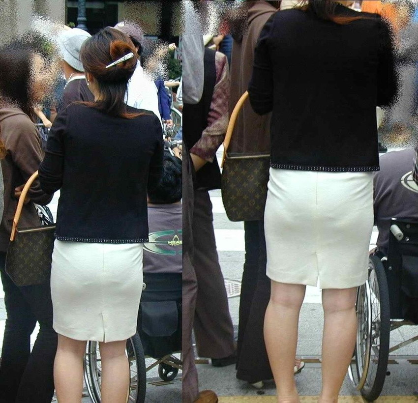 ビッチOLがスカート姿で透けパンチラの誘惑的エロ画像10枚目