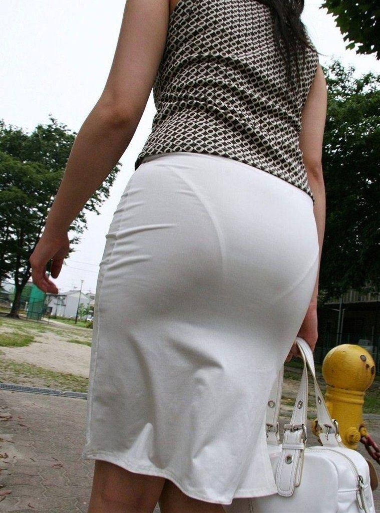 ビッチOLがスカート姿で透けパンチラの誘惑的エロ画像11枚目
