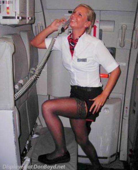 新人CAが機長の言いなりになるM字パンスト調教エロ画像16枚目