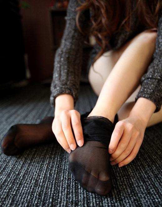 美脚OLのカラーパンストの足裏や黒パンストつま先エロ画像6枚目