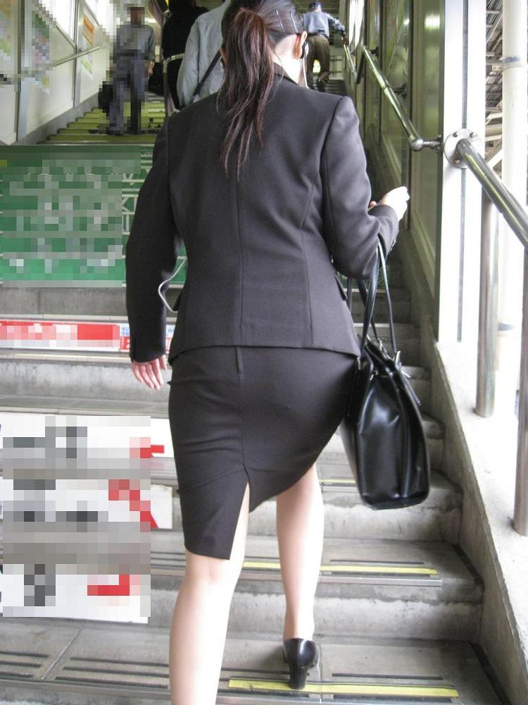 就活OLをストーカーが盗撮したタイトスカートのエロ画像4枚目