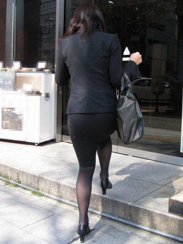 就活OLをストーカーが盗撮したタイトスカートのエロ画像8枚目