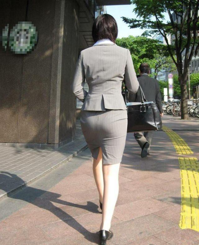 就活OLをストーカーが盗撮したタイトスカートのエロ画像10枚目
