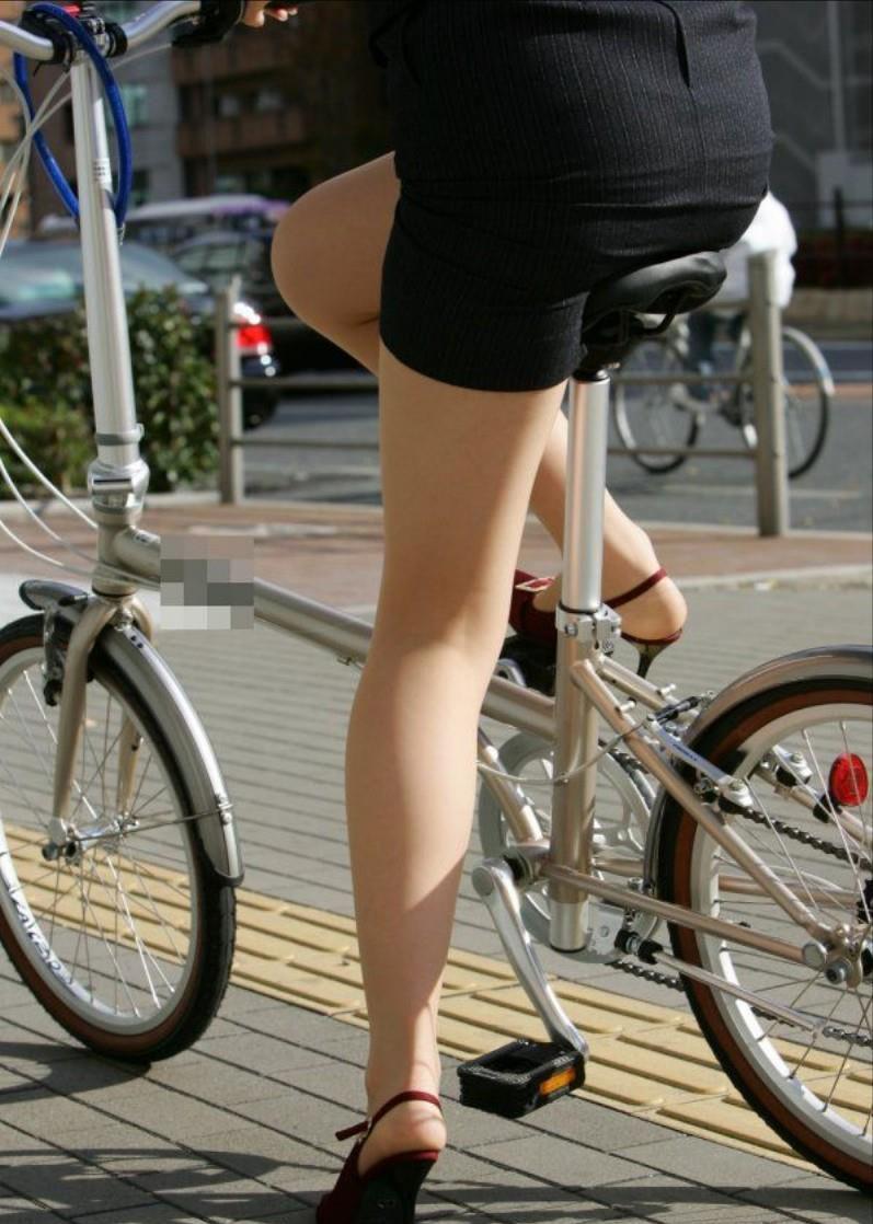 素人OL達の魅惑的な巨尻シルエットの自転車盗撮エロ画像6枚目
