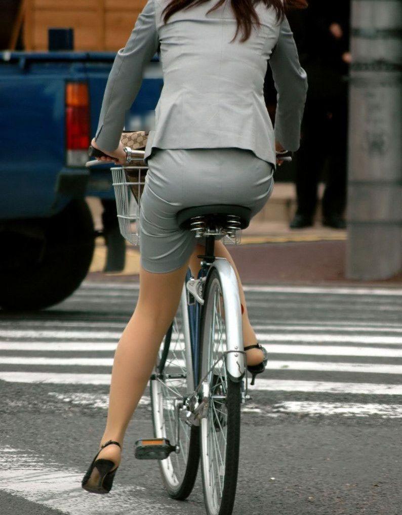 素人OL達の魅惑的な巨尻シルエットの自転車盗撮エロ画像13枚目