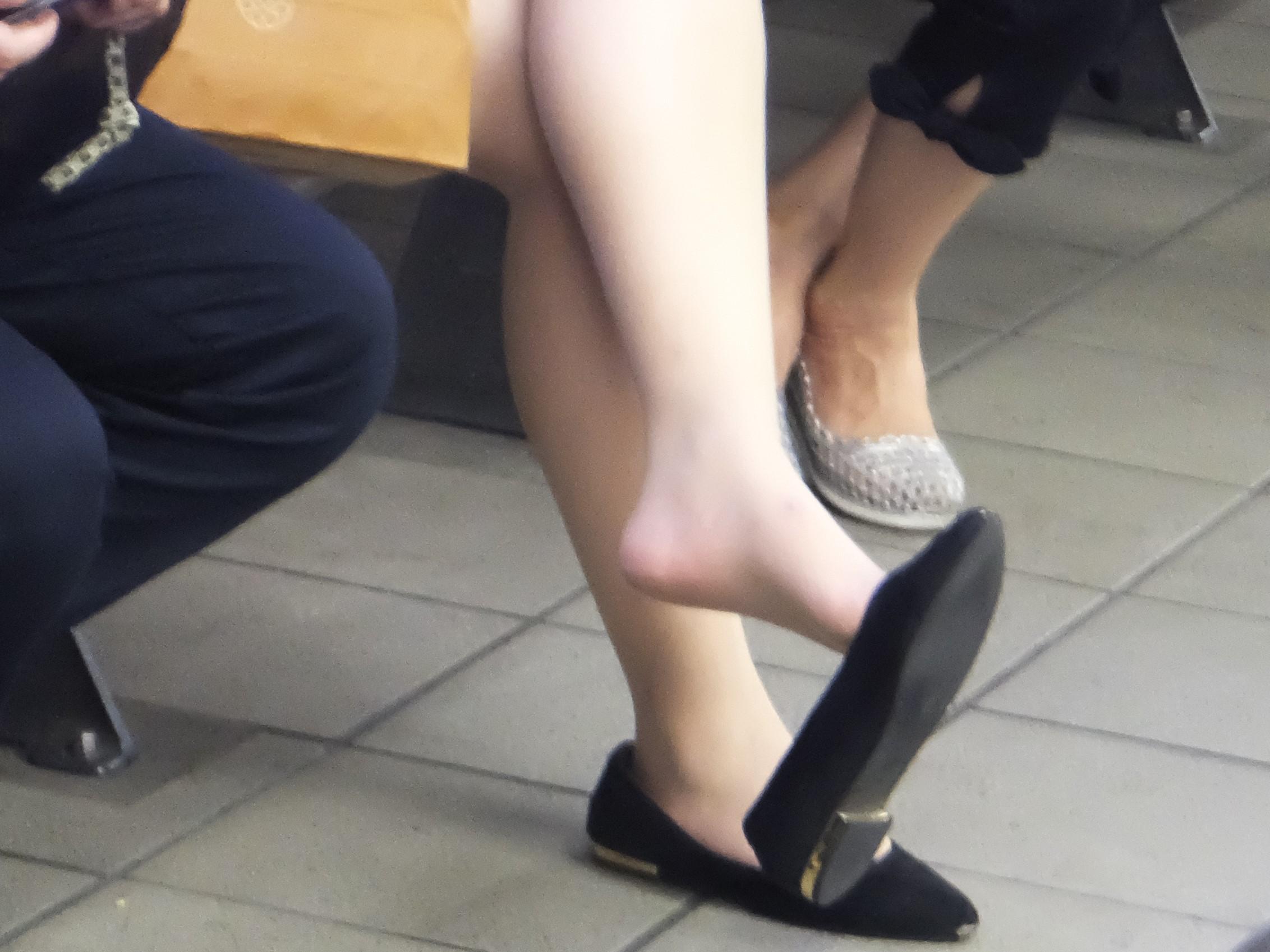 美脚OLフェチ向けのパンストつま先と足裏を舐めたエロ画像9枚目